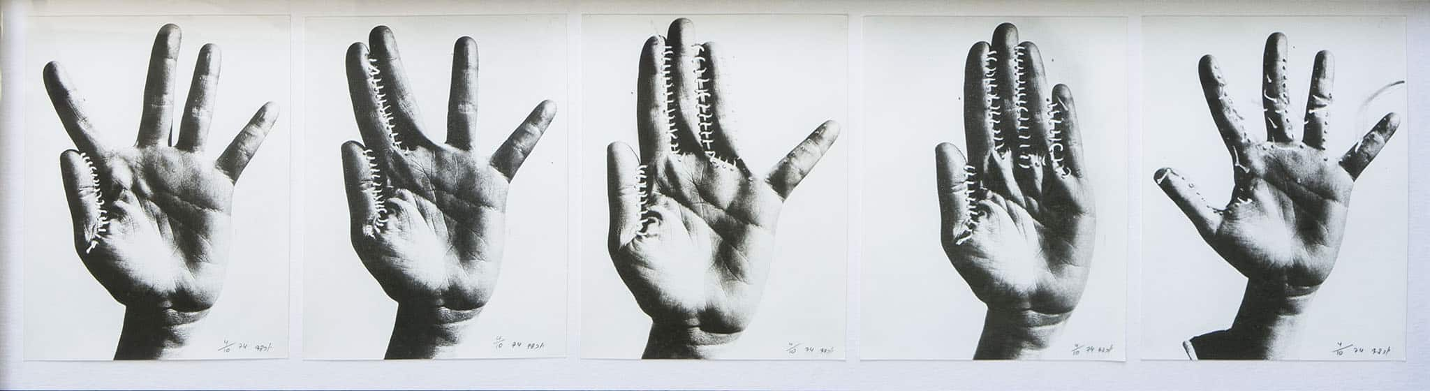 """יוכבד וינפלד, """"ידיים תפורות"""", 1974, הדפס כסף, 5x24x19 ס""""מ"""
